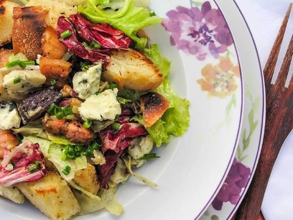 Salada de Batata Doce Rústica, Frango Grelhado, Feijão Branco e Molho de Abacate